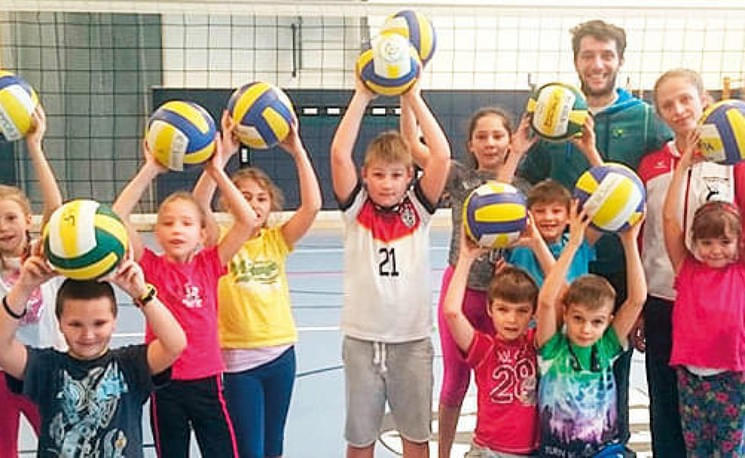 Kids-lernen-Volleyball